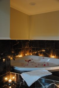 Robert E Lee Jetted Tub Romantic Setting